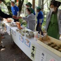 平野神社でのお餅販売